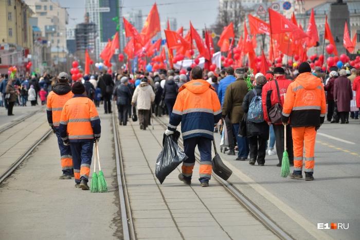 Много работы в праздники было у тех, кто убирает екатеринбургские улицы