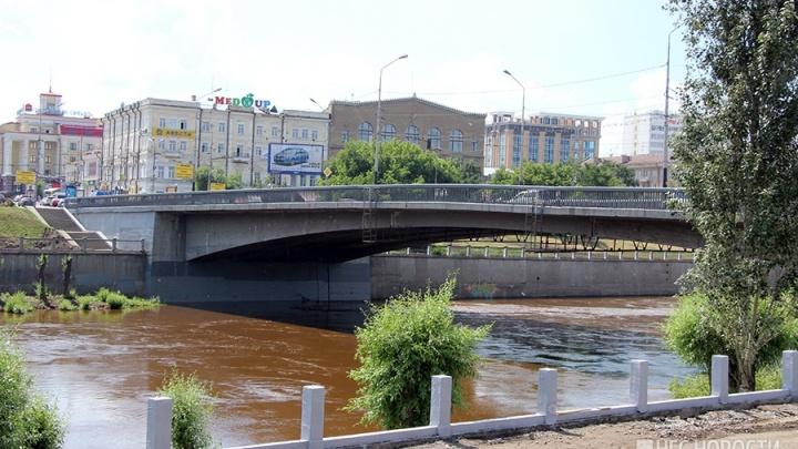 Центральный мост в Омске заявилась ремонтировать компания из Красноярска