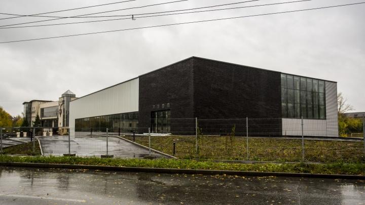 У городского аэропорта построили крытый стадион для мини-футбола