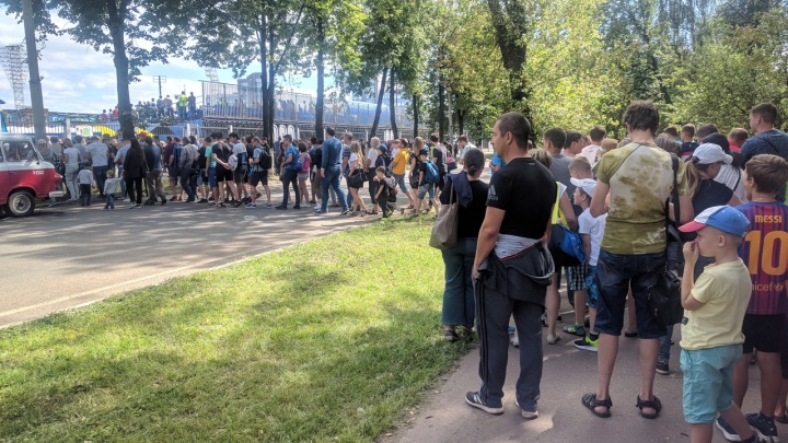 В Ярославле футбольные фанаты перекрыли центральную улицу. Реакция «Шинника»