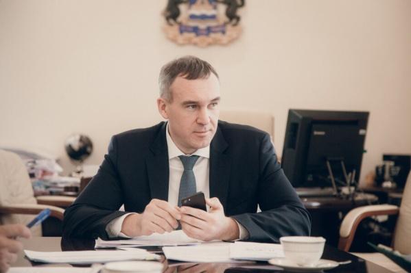 Мэром Тюмени Руслан Кухарук стал 8 октября этого года. До этого главой города был Александр Моор