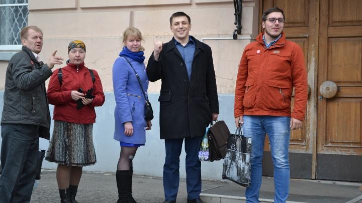 Архангелогородцу, на которого завели уголовку за участие в митингах, суд запретил посещать их