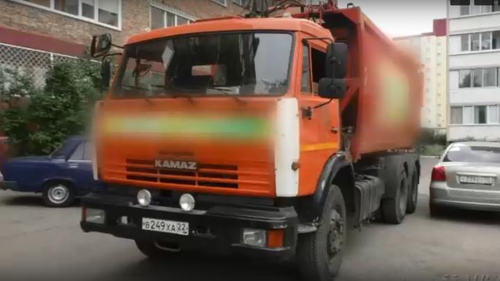 Водителю мусоровоза, который насмерть сбил пенсионера, грозит 5 лет