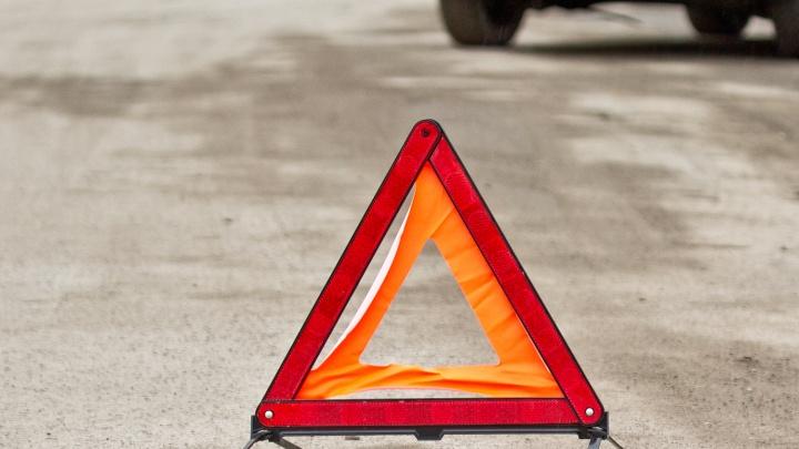 Грузовик и легковая машина сошлись в лобовом ДТП на трассе: двое погибших