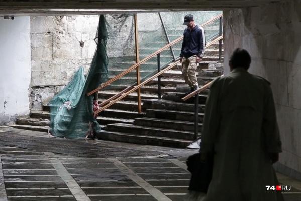 Некоторое время челябинцам придётся спускаться в переход по бетонным ступеням