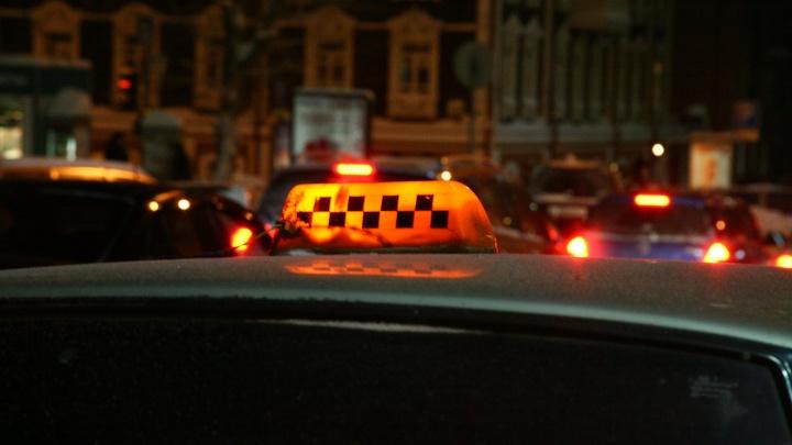 Все подрабатывают: в Новосибирске за год удвоилось число вакансий для таксистов