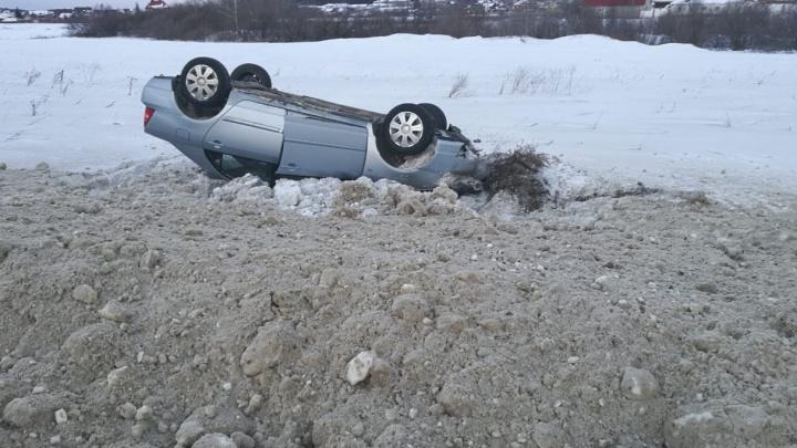 «Был резкий обрыв»: екатеринбуржец разбил машину на Челябинском тракте, угодив в яму на обочине