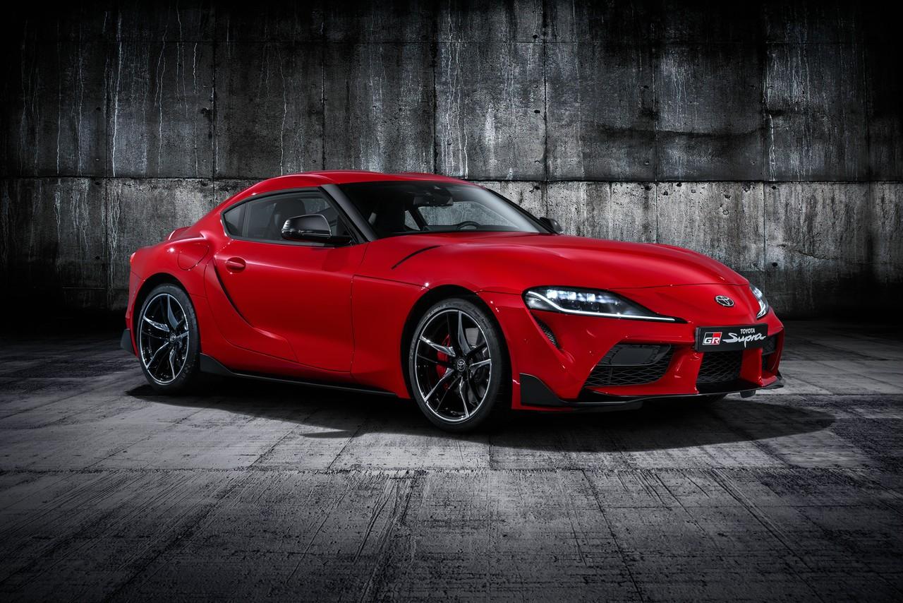 Toyota Supra выглядит броско и, вероятно, здорово едет, хотя не является чистокровной «Тойотой» и выпускается в Германии