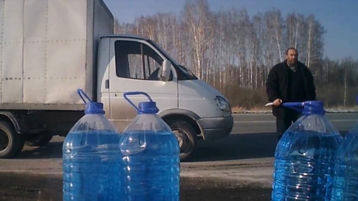 «Я её не разливаю»: на трассе под Челябинском человек с ножом напал на продавца незамерзайки