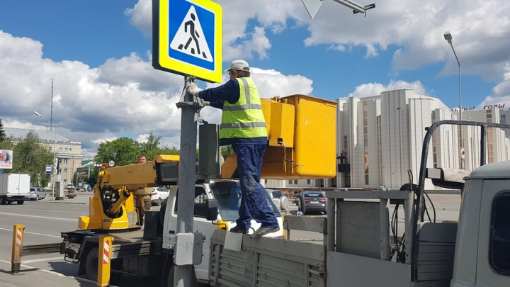 В Кургане установили новый светофор на перекрестке улиц Ленина–Климова