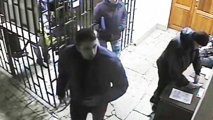 В полиции появились фото и видео подозреваемого в нападении на судью