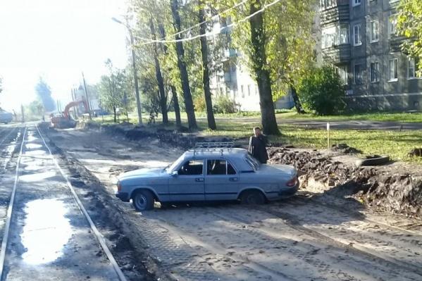 Машина прочно застряла в песке