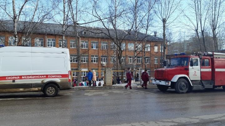 В Перми из-за пожара в школе эвакуировали 250 человек