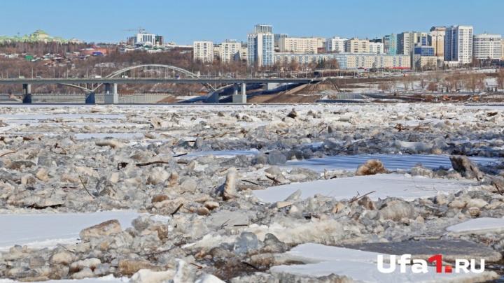 В Уфе на реке Белой начался ледоход