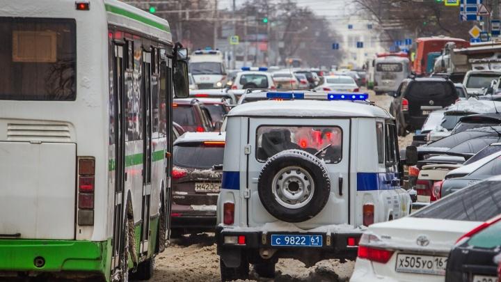 В Ростове пассажирский автобус протащил по асфальту зажатую в дверях 80-летнюю пенсионерку