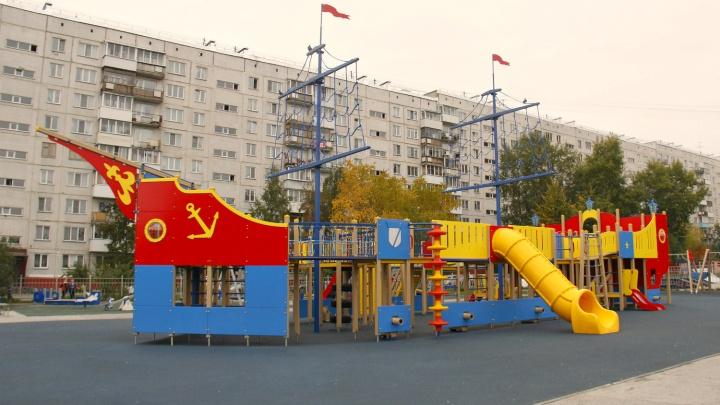 На Северо-Чемском открыли детский городок за 2,5 миллиона рублей