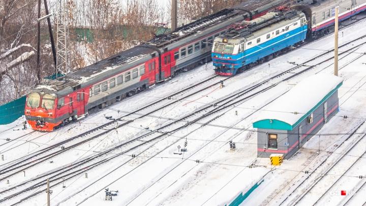 Засмотрелся в телефон: транспортная прокуратура выяснила подробности смерти мужчины на Стахановской