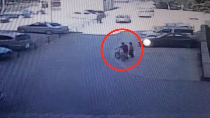 Они же дети: на Эльмаше два мальчика украли из подъезда велосипеды, а полиция отказалась возбуждать дело