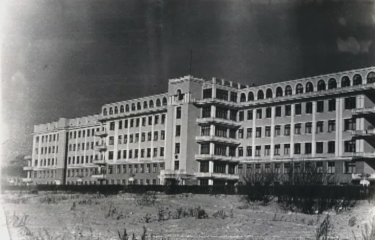 Здание больницы выполнено в стилеконструктивизма и неоклассицизма. Оно относится к памятникам архитектуры федерального значения