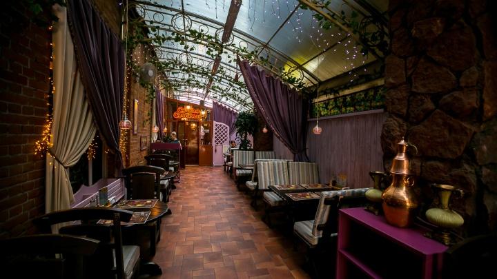 Кафе и рестораны открыли летние террасы с осьминогами и шашлыками в меню