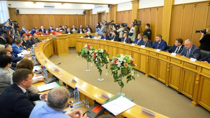 Как депутаты гордумы, от которых зависит судьба референдума, игнорировали протесты в Екатеринбурге