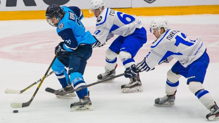 Хоккей: «Сибирские снайперы» уступили «Реактору»