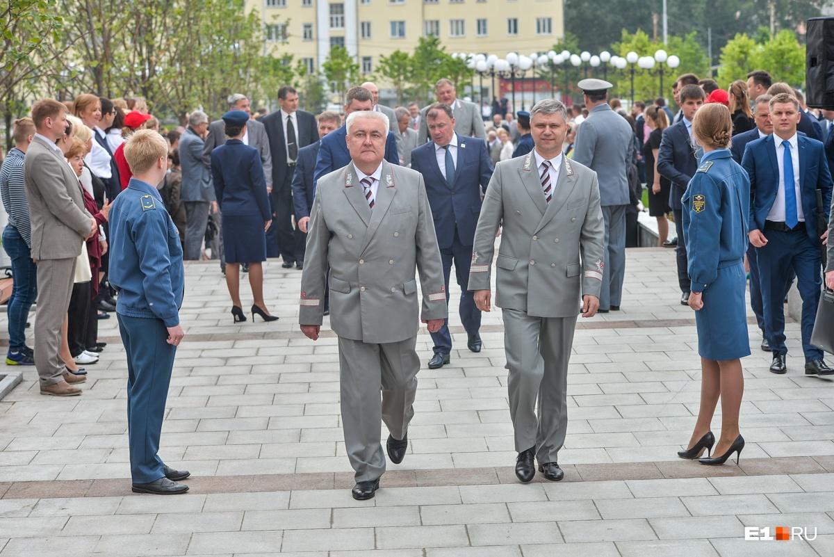 Глава СвЖД Алексей Миронов (слева) и гендиректор РЖД Олег Белозеров