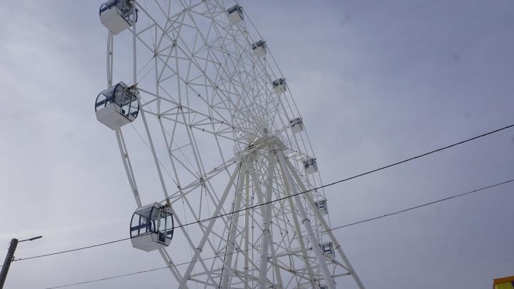 В парке Волжского установили колесо обозрения, клонированное с главного долгостроя ЦПКиО