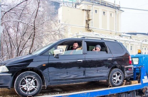 Новосибирский писатель отсудил у АЗС тысячу рублей за некачественный бензин