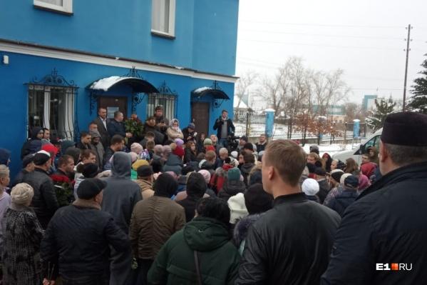 Попрощаться с Ксенией пришли больше 250 человек