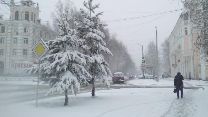 Можно кататься на лыжах: север Свердловской области завалило снегом