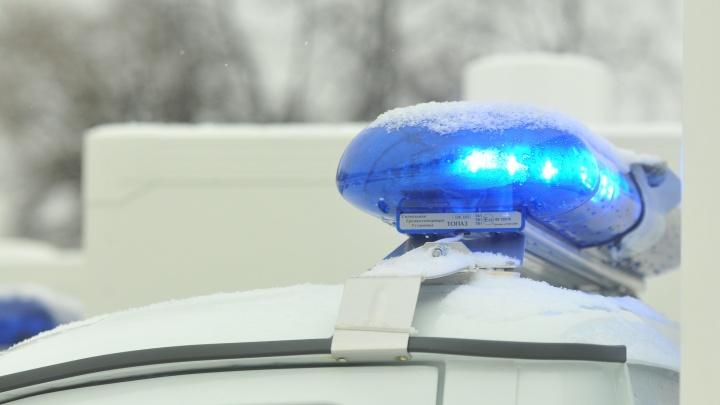 В Каменске-Уральском замначальника городской полиции на внедорожнике протаранил шлагбаум и скрылся