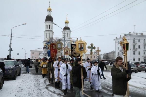 Путь верующих начался от Успенского храма