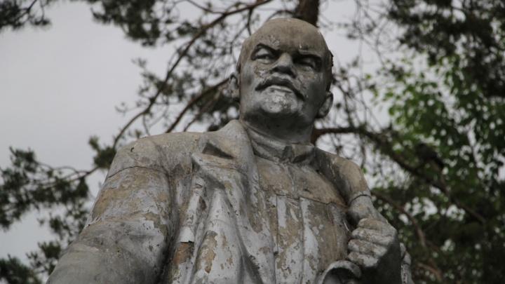 Побитые и грязные: как с архангельскими Лениными поступила жизнь