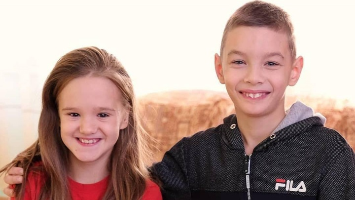Женщина усыновила красноярского мальчика с серьезным диагнозом вместе с его подругой из детдома