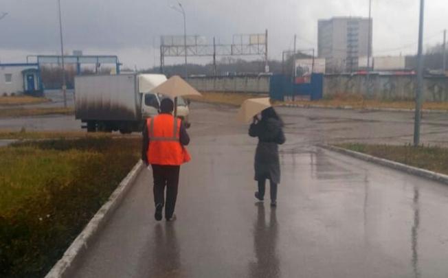 Миф или инновация: специалисты ПЦБК проверили на прочность зонт из картона