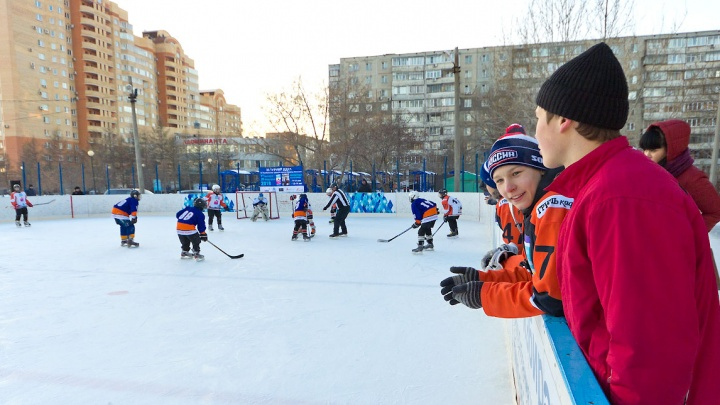 До Нового года в Челябинске зальют 77 хоккейных кортов