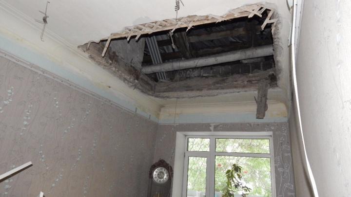 В жилом доме на Эльмаше посреди ночи обвалилось перекрытие