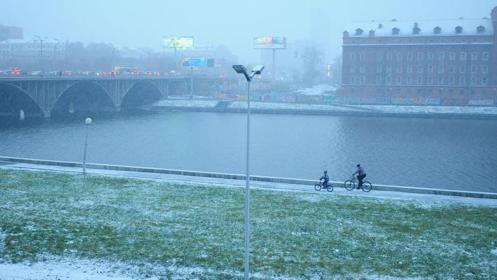 Синоптики пообещали Екатеринбургу снежные и прохладные выходные