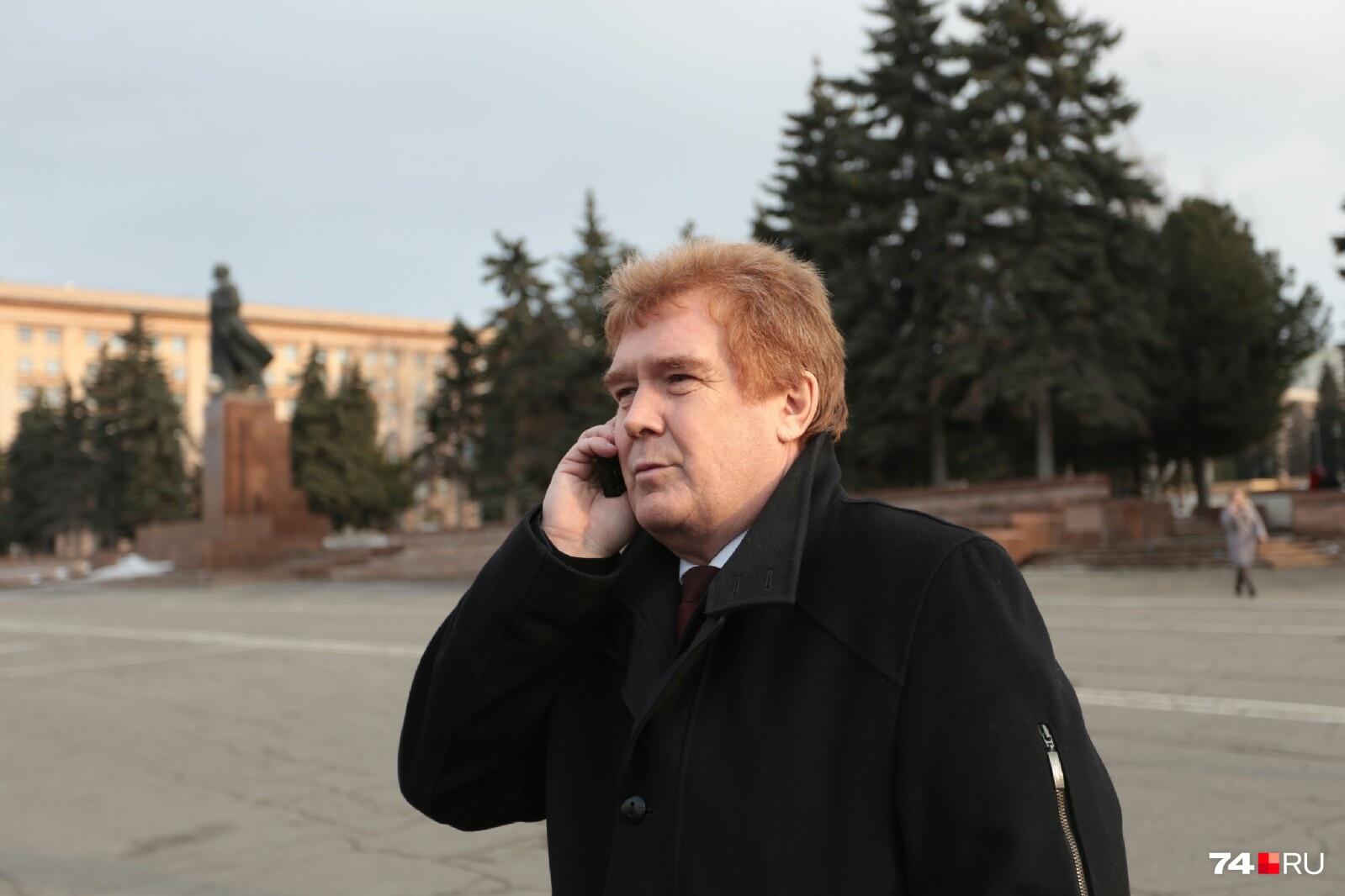 ...глава Челябинска Владимир Елистратов кому-то звонил