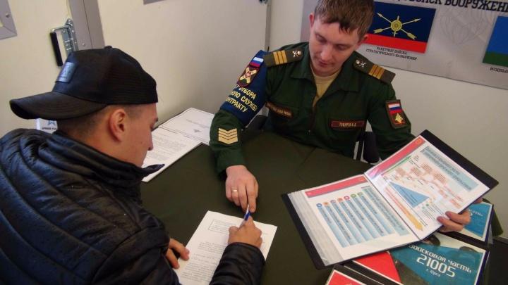Почти 400 новосибирцев ушли служить в армию за деньги