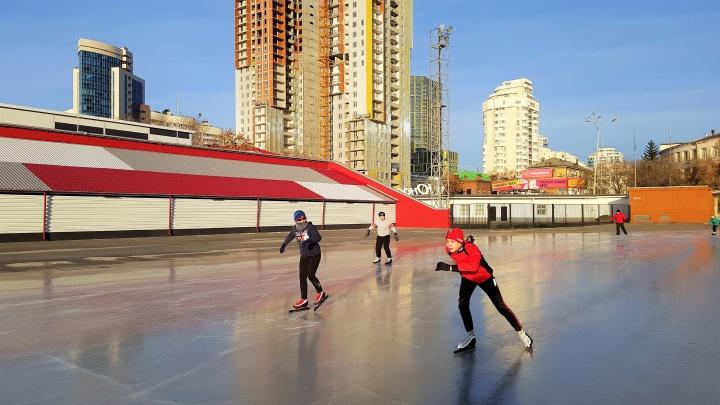 В «Юности» сегодня вечером откроют сезон массового катания на коньках