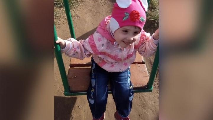 «У мамы нашли рак»: 4-летняя девочка рискует вернуться в детский дом после года жизни в семье