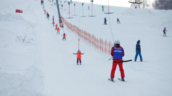 Снова в школу: где в Ярославле учат кататься на горных лыжах