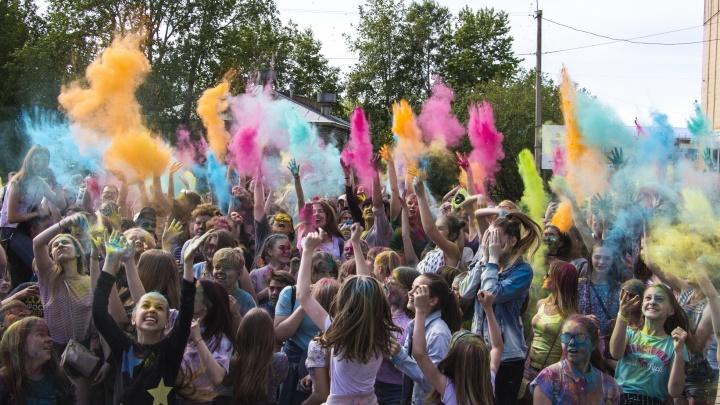 Балы, фестиваль красок, выставки Михаила Шемякина: чем занять себя в Архангельске в эти выходные