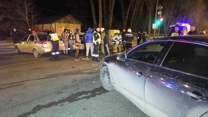 Во Втузгородке Priora протаранила Audi, уходя от погони ГИБДД и проехав перекресток на красный