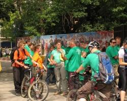 В Уфе сотрудники Сбербанка почтили память погибшего год назад инкассатора велопробегом
