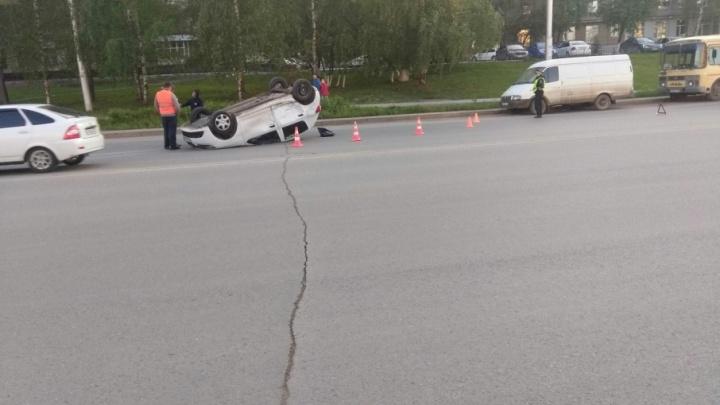Массовая авария в центре Уфы: иномарка опрокинулась на крышу