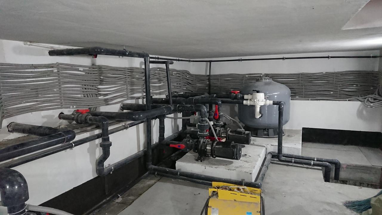 Оборудование, благодаря которому работает фонтан, спрятано в подземном помещении размером 8x4 метра, рассказал Александр Гурнов<br><br>