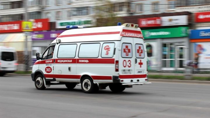 В Омске выпала из окна и разбилась двухлетняя девочка